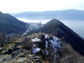 La croce di vetta dei Pizzoni di Laveno m. 1050