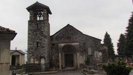 La chiesa romanica di Sant' Albino, nel cimitero di Brisino