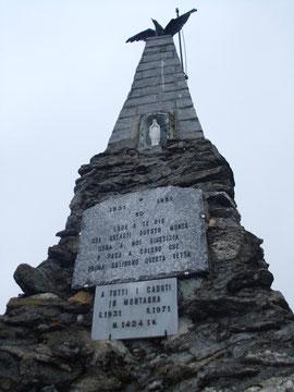 Il monumento in vetta al Monte Mazzuccone m. 1424