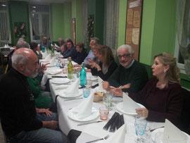 Foto di gruppo a tavola