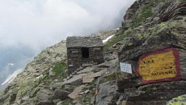 Il bivacco Axserio al Colle del piccolo altare m. 2630