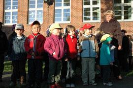 Die Mädchen und Jungen aus der Kindertagesstätte heimsten mit dem Werben-Lied großen Beifall ein. Zudem warteten sie mit einem englischen Volkslied auf. Fotos: Volker Langner