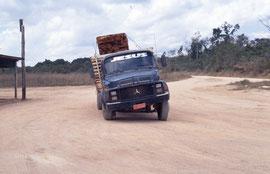 Un camion bancal sur la piste