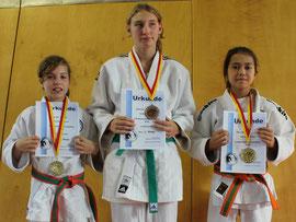 vrnl.: JSC Mädchen Team: Chantal Kühnle, Jennifer Rühel und Dewi de Vries