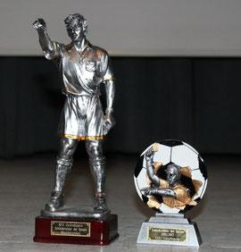 Wanderpokal (links) und Pokal