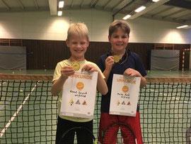 Moritz Doll und Bennet Sprysch meistern Tennis-Sportabzeichen in Gold
