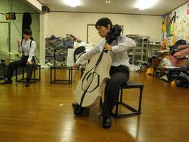 主役ゴーシュ役のスエナガさん。セロを弾く姿も板に付いてきました。