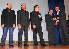 v.l. Team-Weltmeister Kröger, Diener, Katt und Doppel Weltmeister Riss mit DMSB-Vizepräsident Dr. Nowak