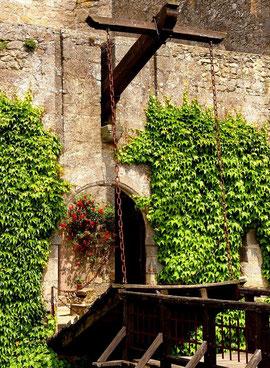 weekend en chambtre d'hotes du château féodal de Tennessus - le pont levis du château médiéval de Tennessus