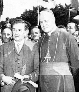 Maurice Duplessis (gauche) et Monseigneur Charbonneau (droite), 1946
