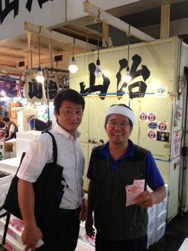 秀長水産の社長さま(左)