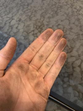Schmutzige Hand vom Windschott