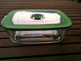 Die Alternative zur Tupperdose: ein Glasbehälter zum Garen, Aufbewahren und zum direkt wieder warmmachen im Ofen.