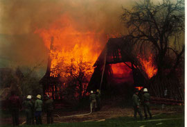 Flammeninferno in Edelschrott