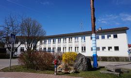 Schulhaus Maibenbeth mit den Klassen 1b bis 4b