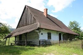 Chyża chata, jako przykład zabudowy łemkowskiej w Bartnem