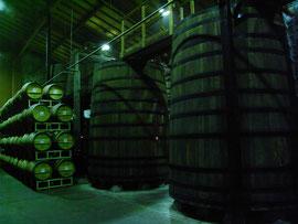 木の醸造用タンク