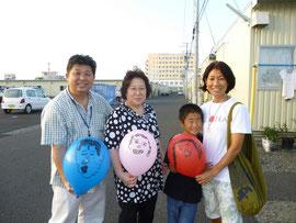 写真の風船の絵は、はなえ先生の息子さんが似顔絵を描いてくれたものです。