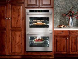 欧米のオーブンは、腰ぐらいの高さに置くことが多いです