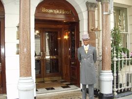 ハンガリーのホテルのdoorman
