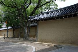 兵庫県西宮の西宮神社の築地塀  美しい塀として有名です