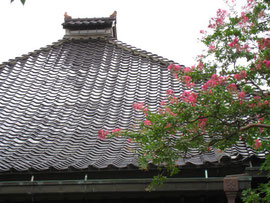 金沢の瓦屋根の家