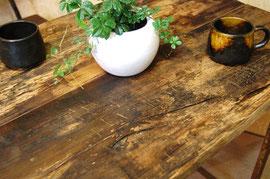 古木で作ったテーブルの例  アンティークショップのホームページから