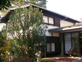 園田邸の外観  右側は増築部分です