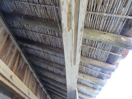 竹で編んだ瓦の下地