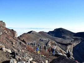 世界遺産・富士山への入山料導入に向けては、多くの課題が残されている Photo by Banzai Hiroaki