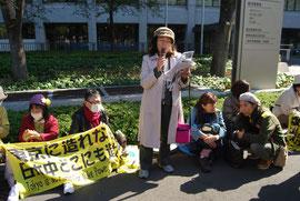 「福島の子どもたちを避難させて!」と訴える、定時制高校元教員の稲垣光江さん