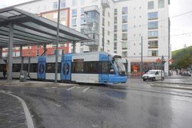 トラム、バスなど公共交通を使う居住者が約8割と高い