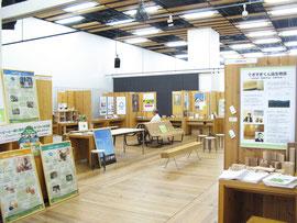 「木づかいWEEK2012」では、多様な団体・企業・自治体が取り組む「森づくり・木づかい」の事例も多数展示された