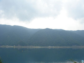 クニマスの生息が確認された西湖  photo by gomafringo