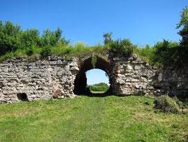 Ворота замку в 2010р.