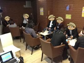 1つのテーブルを4人で囲んで、実際の距離としても、気持ちとしても、本当に近いところで開発者とユーザーが一緒になって遊びました