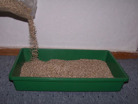 9. Filling in vermiculite - Vermiculite ensures an uniform moisture - iriszucht.de