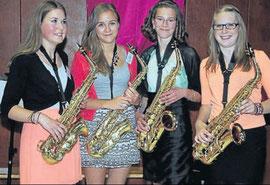 Saxophonistinnen: (von links) Nele Schmidt, Lena Körbs, Lena Bock und Kristin Steinmeyer wirkten an der Abschlussfeier der Schule mit.