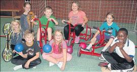 Waveboard, Dreiräder oder Bälle: Sie fördern den Spaß an der Bewegung an der Cornelia-Funke-Schule in Gemünden. An dem Nachmittagsprogramm nehmen die Kinder gern teil. Foto: Wenzel