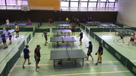 Viel los war beim Jugend trainiert für Olympia Tischtennis Wettkampf in der Battenberger Großsporthalle.