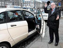 """Rolf Heissenbüttel: """"Gutes Benehmen und gepflegte Dienstkleidung sind für mich Pflicht""""  Foto: Marcus Gralher"""