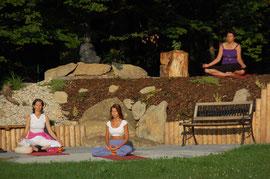Yogagruppe bei der Meditation
