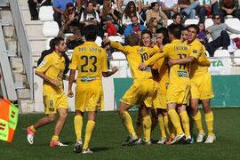Fran Mérida, Rivas y sus compañeros celebran el 0-1.