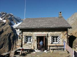 Chelenalphütte 2350m.ü.M (www.chelenalp.ch)