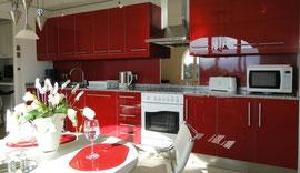 Ferienwohnung Valencia, rote Küche, Villa Gandia Hills, www.ferienwohnung-valencia.com