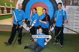 Die Schützinnen und Schützen im Team der Bogensport-Freunde von links nach rechts: T. Nödinger, L. Dieterle, I. Rall, M. Stern, T. Sautter