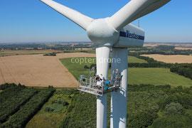 Windkraftdrohne - Luftbild Windkraftanlage - Reparatur Rotorblatt