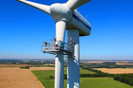 Windkraft Drohne - Inspektion der Rotorblätter mit Drohne - Luftbild