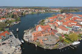 offene Drehbrücke Malchow - Mecklenburg-Vorpommern - Hafen und Hotel Rosendomniziel