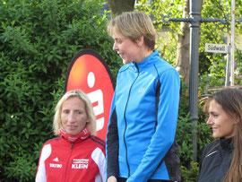 Ramona Wied (Mitte) mit neuer Bestzeit